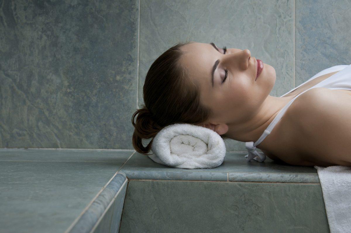 Quels sont les avantages d'un bain de vapeur chaude et humide