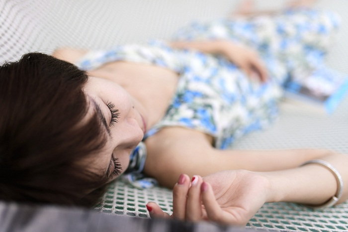 Est-il bénéfique pour le corps de dormir dans un hamac ?