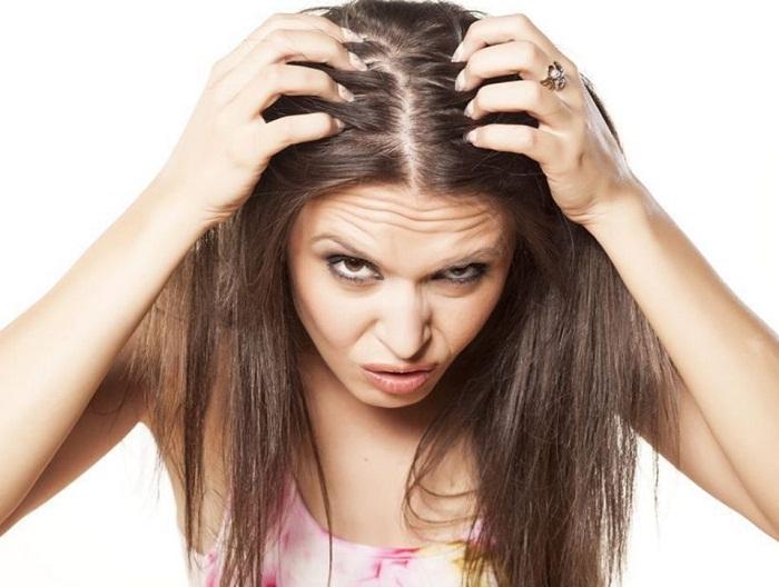 Pourquoi les cheveux tombent-ils ?
