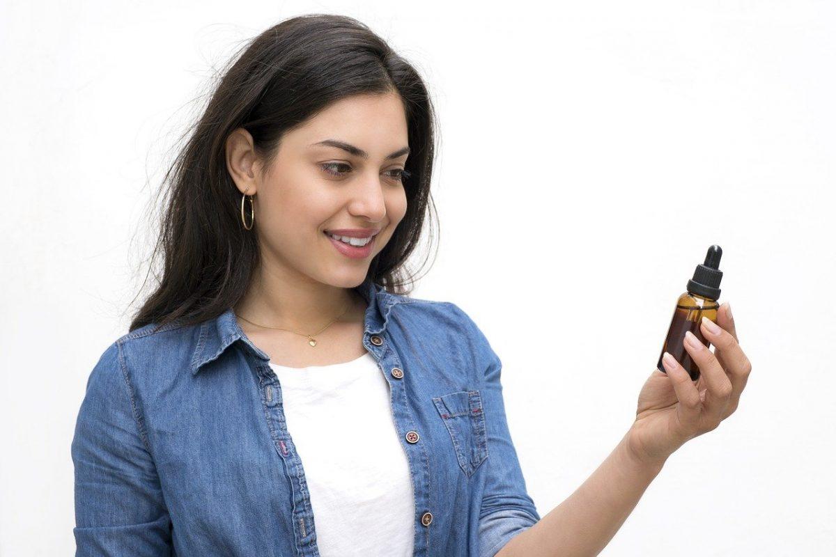 Il est proposé sous différentes formes : en huile, en fleurs, en infusion et même en cosmétique