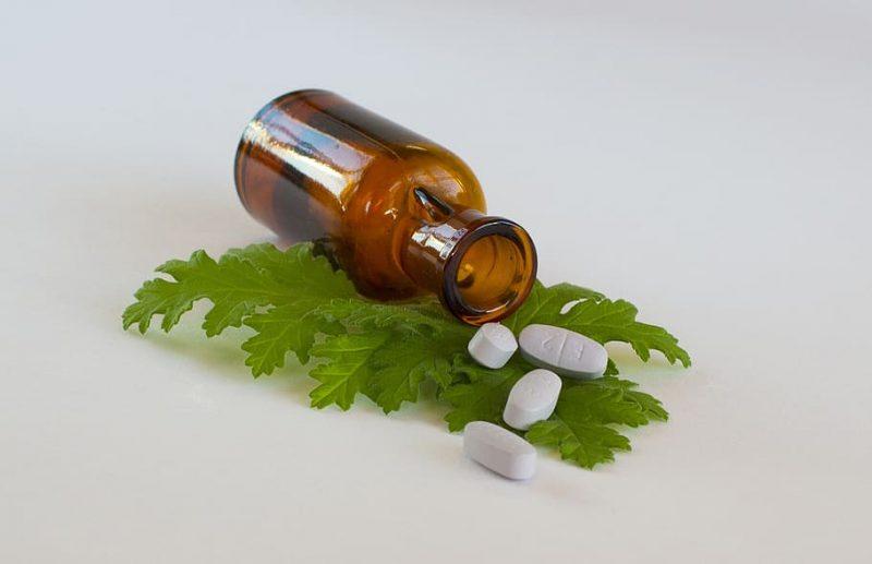 La médecine alternative, également connue sous le nom de médecine non conventionnelle, est une pratique qui regroupe différentes techniques thérapeutiques